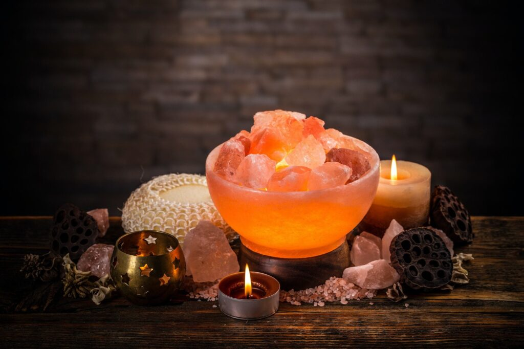 Salt lamps of pink Himalayan salt